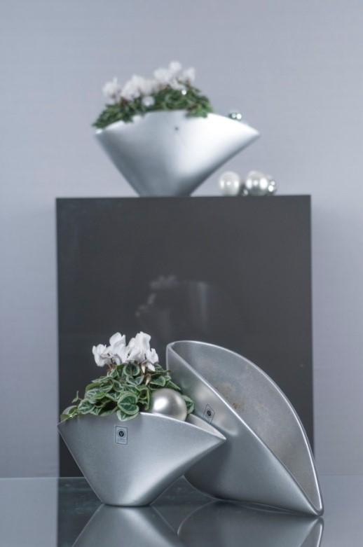 Silberne Weihnachtsdekoration mit Teelichtern